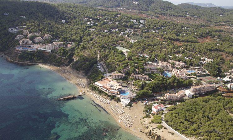 Invisa Figueral Resort van bovenaf