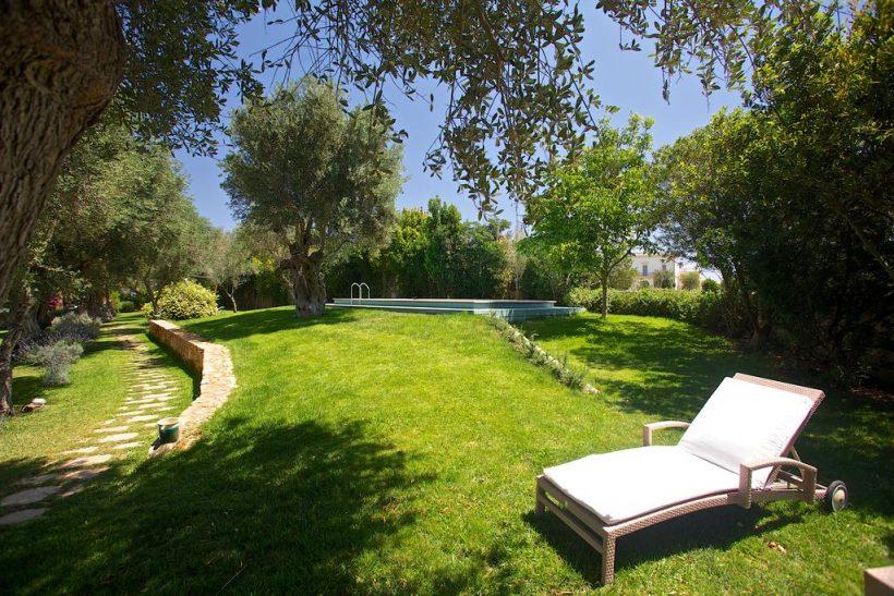 Masseria Li Foggi zwembad en tuin – Puglia