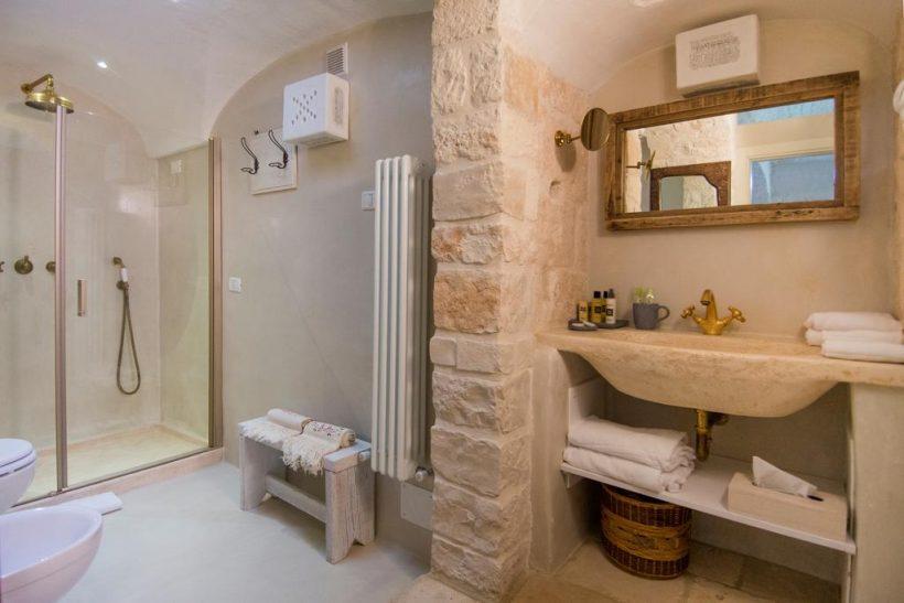 Masseria Salinola badkamer