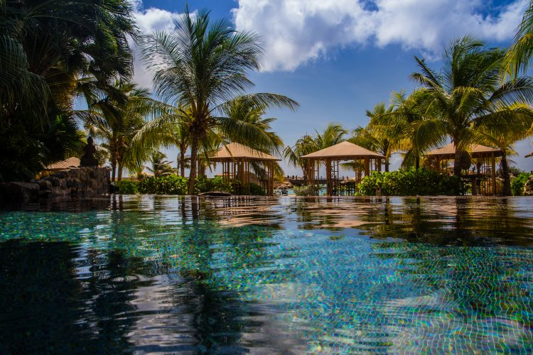 Zwembad Baoase Luxury Resort