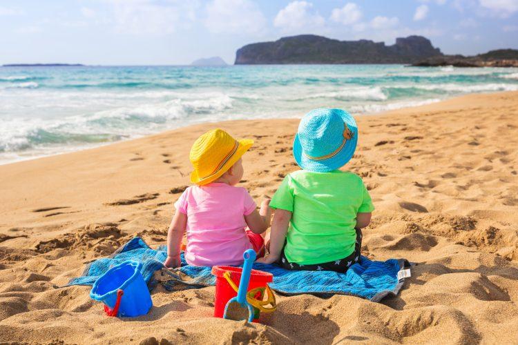 Kindjes op het strand Griekenland